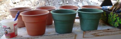 The starting point; a bunch of old plastic pots...
