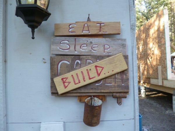 No Frills Build Eat/Sleep/Build
