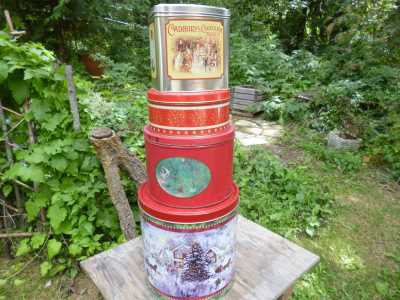 Vintage and not so vintage tins...