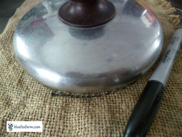 Use a saucepan lid for a circle template