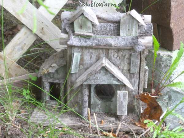 Rustic and weathered bird house at Son Ranch