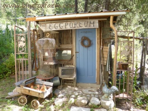 Vintage, bird themed junk gravitates to the Eclectic Eggporeum...