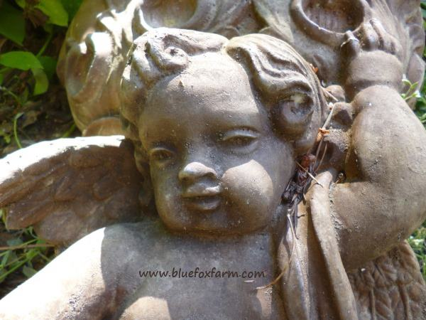 Cherubs are such a peaceful addition to a garden...