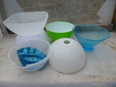 Use old plastic bowls from the thrift store...
