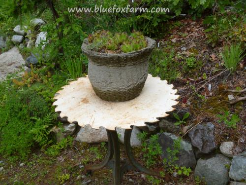 Table top made from a saw blade